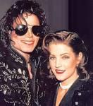 De vrouw op deze foto is de vrouw van Michael Lisa-Marie Presley